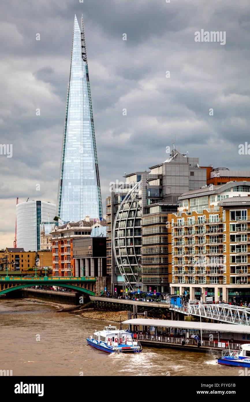 Die Scherbe, die Themse und am Flussufer Eigenschaften, London, England Stockbild