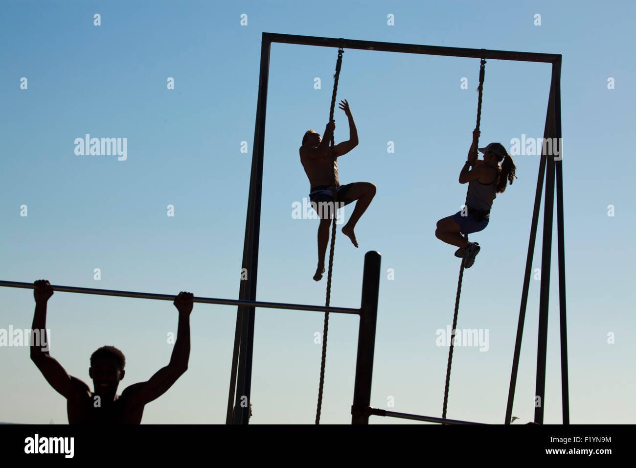 Gymnastik am Strand, Muscle Beach, Venice Beach, Kalifornien, USA Stockbild