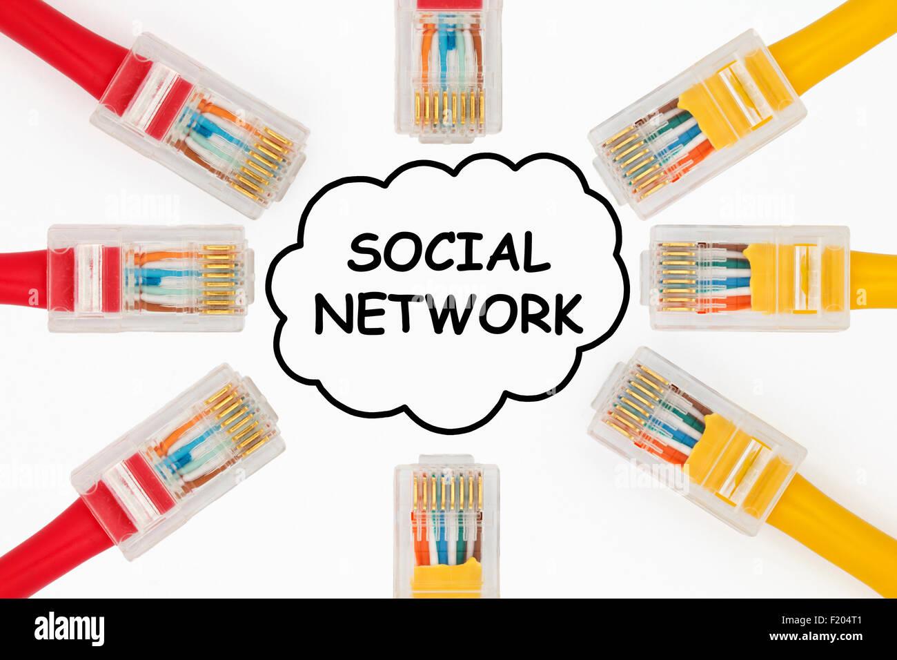 Soziale Netzwerk-Konzept. LAN-Kabel anschließen bei einem sozialen ...