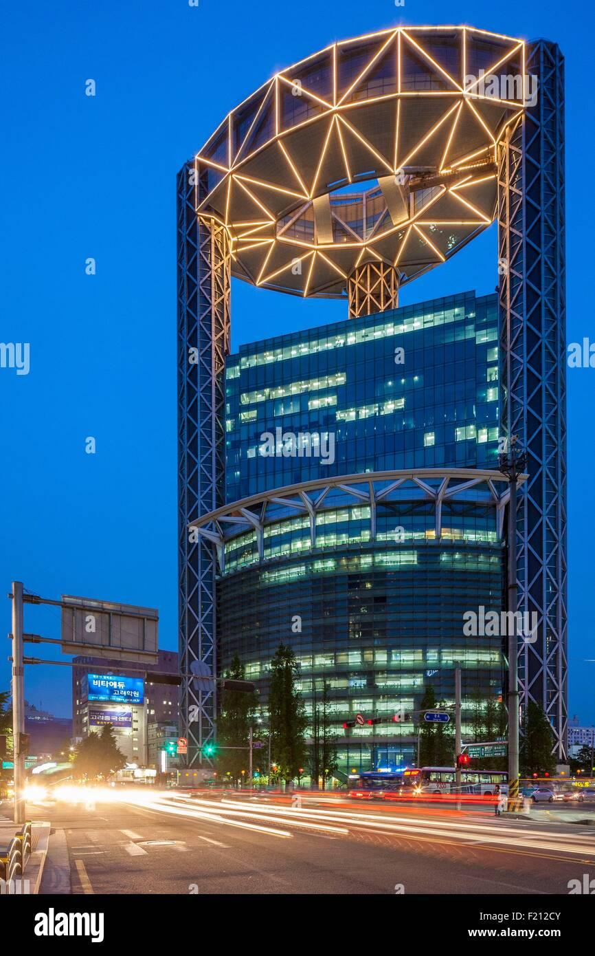 Südkorea, Seoul, Jongno Tower (1999), entworfen von dem Architekten Rafael Vinoly Stockbild