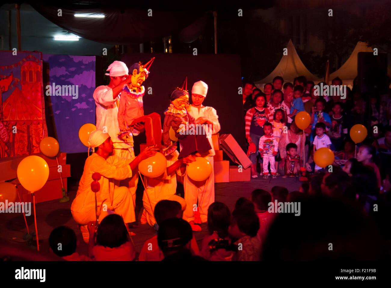 """Puppenspiel-Show mit dem Titel """"SirdusKarkus"""" von Papermoon-Marionetten-Theater. Stockbild"""