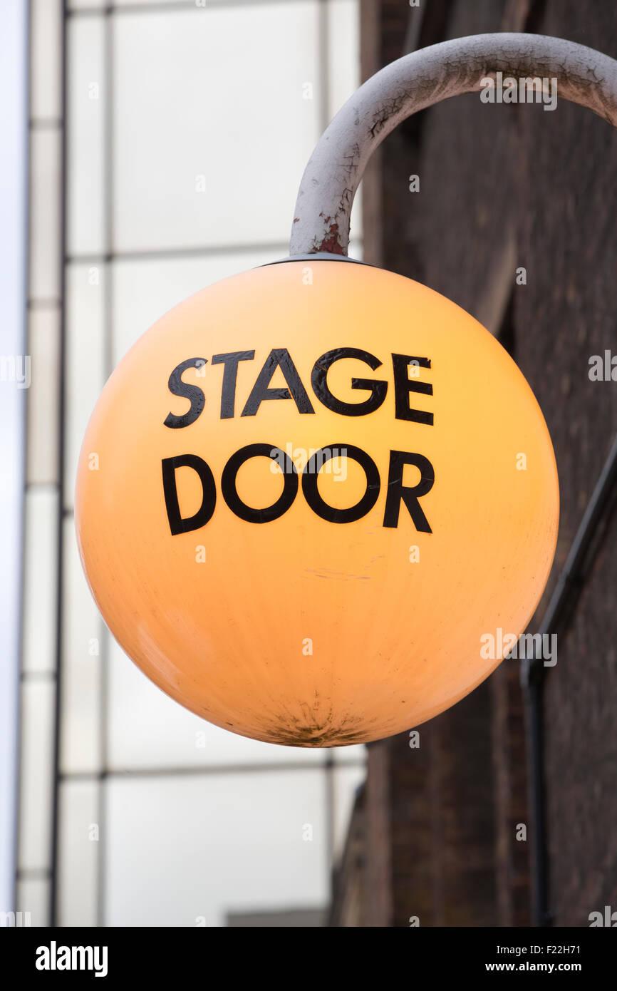 Bühneneingang außerhalb The Old Vic Theatre, Süd-östlich von Waterloo Station, Central London, Stockbild