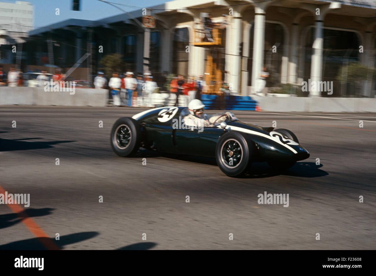 Jack Brabham in einem Cooper Climax T51 im historischen konstituierenden uns GP Westen in Long Beach 1977 Stockbild