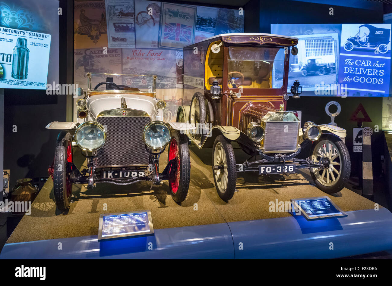 Ein 1912 Hispano-Suize Alfonso XIII und ein 1914 Ford Model T van, National Motor Museum in Beaulieu, Hampshire, Stockbild