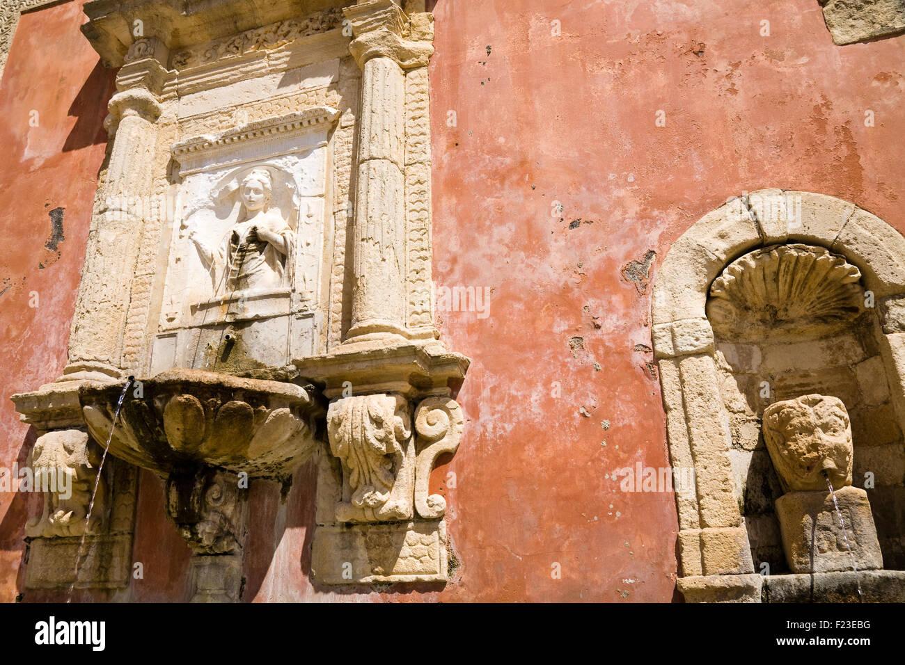 Der historische Brunnen der Nymphe Zizza gebaut im Jahre 1607 in der barocken Stadt Militello in Val di Catania Stockbild