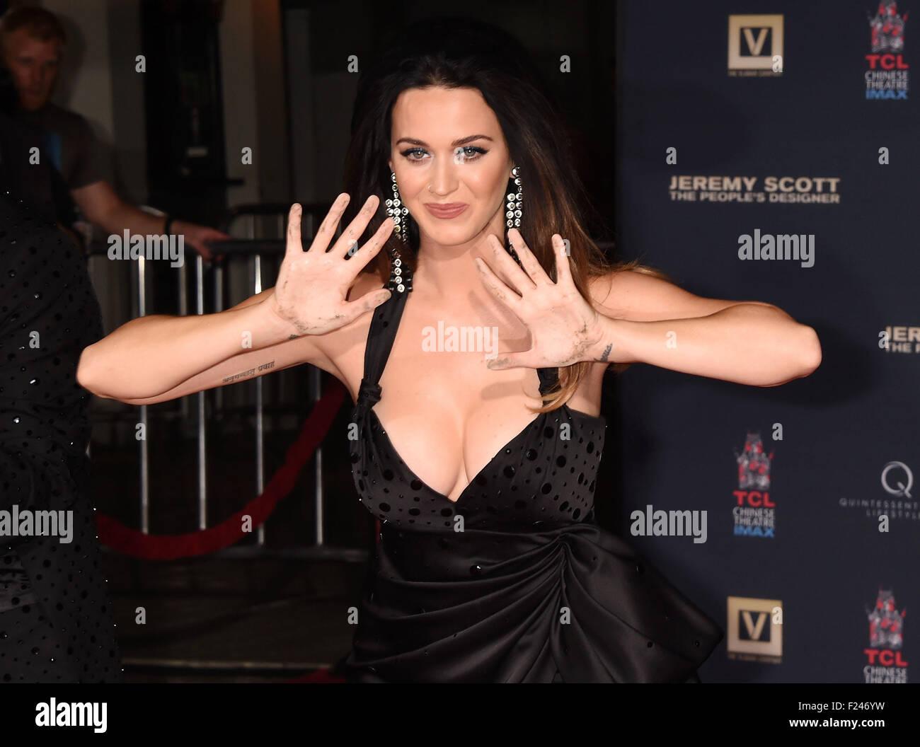 Pop-Sängerin KATY PERRY USA verlässt ihre Handabdrücke auf dem Vorplatz der Mann Theatre, Hollywood, Stockbild