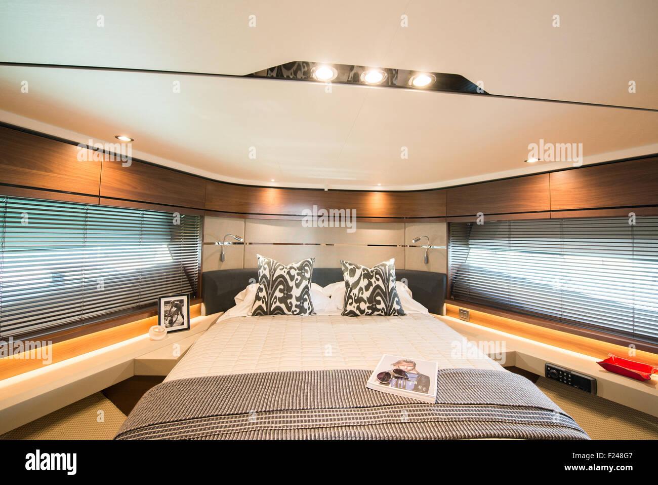 Southampton, UK. 11. September 2015. Southampton Boat Show 2015. Innenraum der Prinzessin S65-Welt auf der Messe Stockfoto