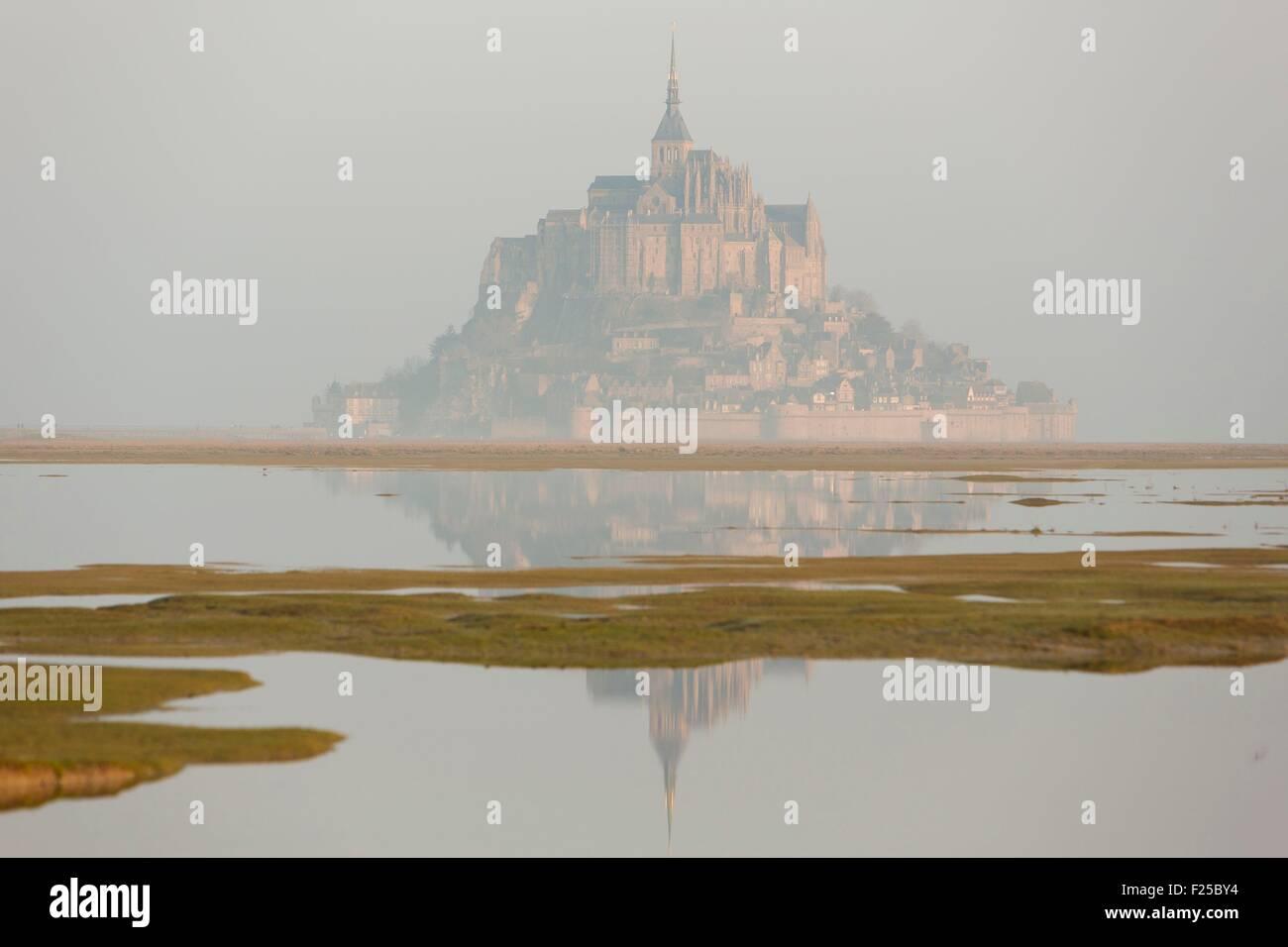 Frankreich, Manche, Mont-Saint-Michel als Weltkulturerbe der UNESCO, Mont Saint-Michel bei der Flut des Jahrhunderts Stockbild