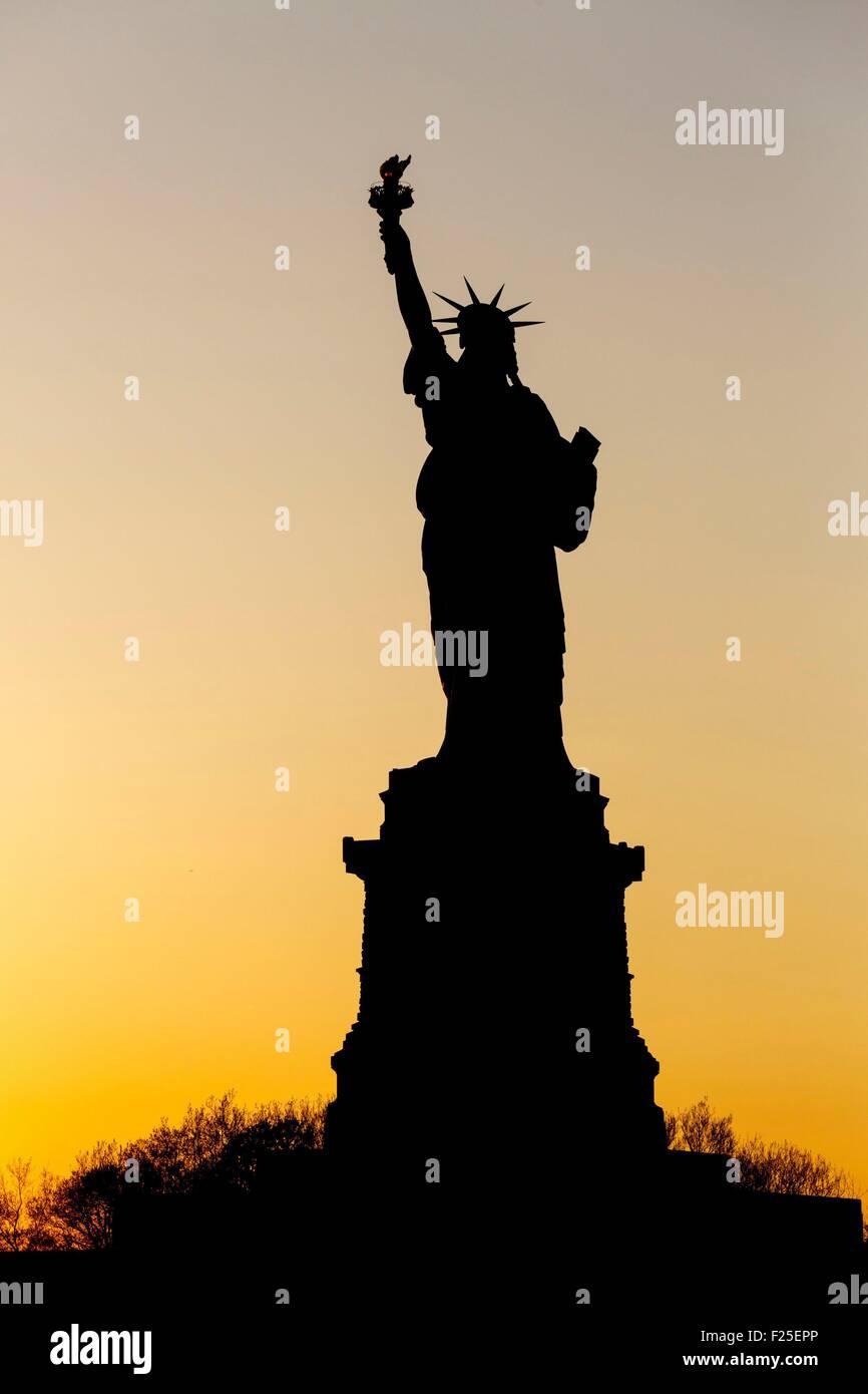 Vereinigte Staaten, New York, die New Yorker Freiheitsstatue bei Sonnenuntergang Stockbild