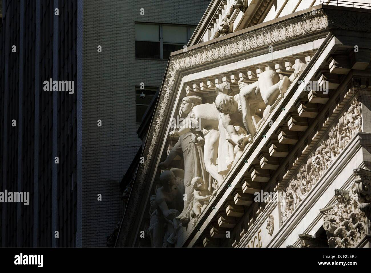 Vereinigte Staaten, New York, Manhattan, Financial District, Wall Street, der Giebel des Aktienmarktes Stockbild