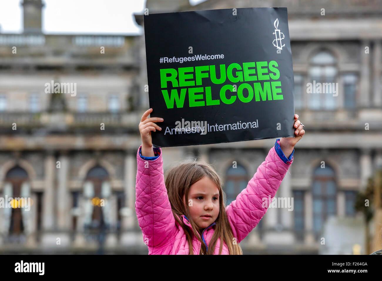 Glasgow, Schottland. 12. September 2015. Trotz des starken Regens kamen etwa 2000 Menschen eine Kerzenlicht-Mahnwache Stockfoto