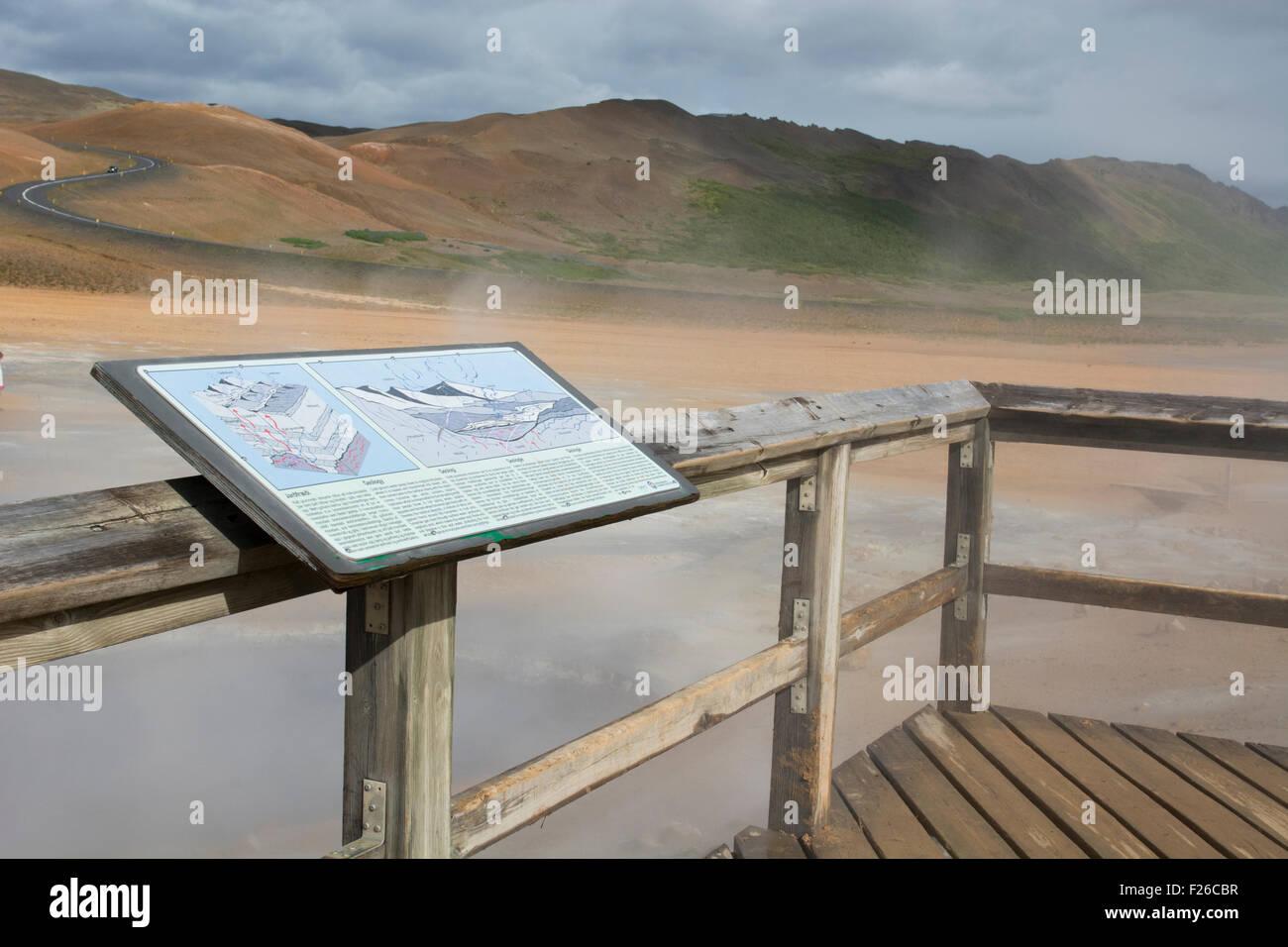 Island, Nordosten Islands Namaskard. Namafjall (aka Hverir) Aussichtsplattform mit Blick auf geothermischen Feldern. Stockbild