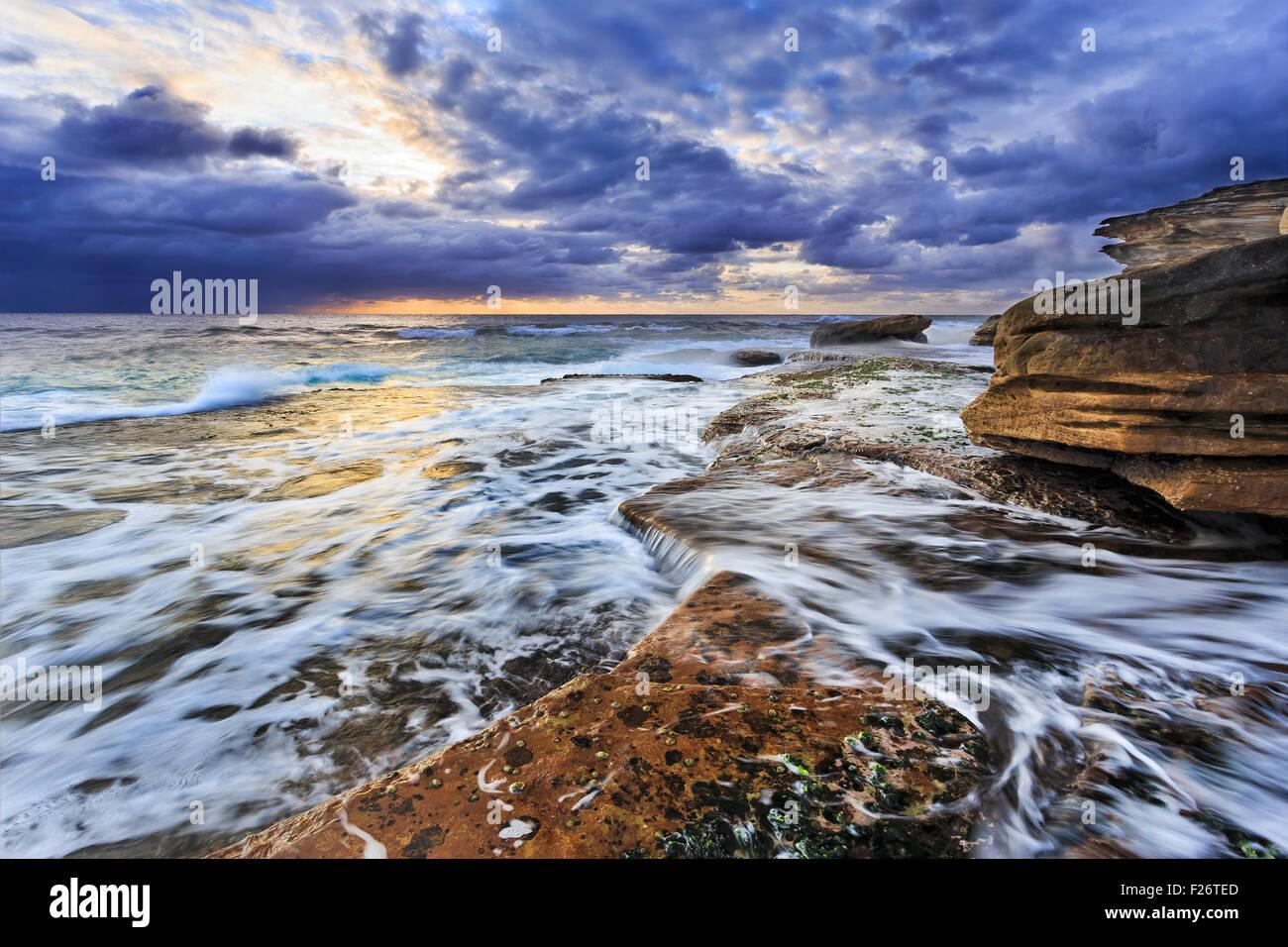 Malerischen Pazifikküste bei Sonnenaufgang in der Nähe von Maroubra Beach in Sydney Stockbild