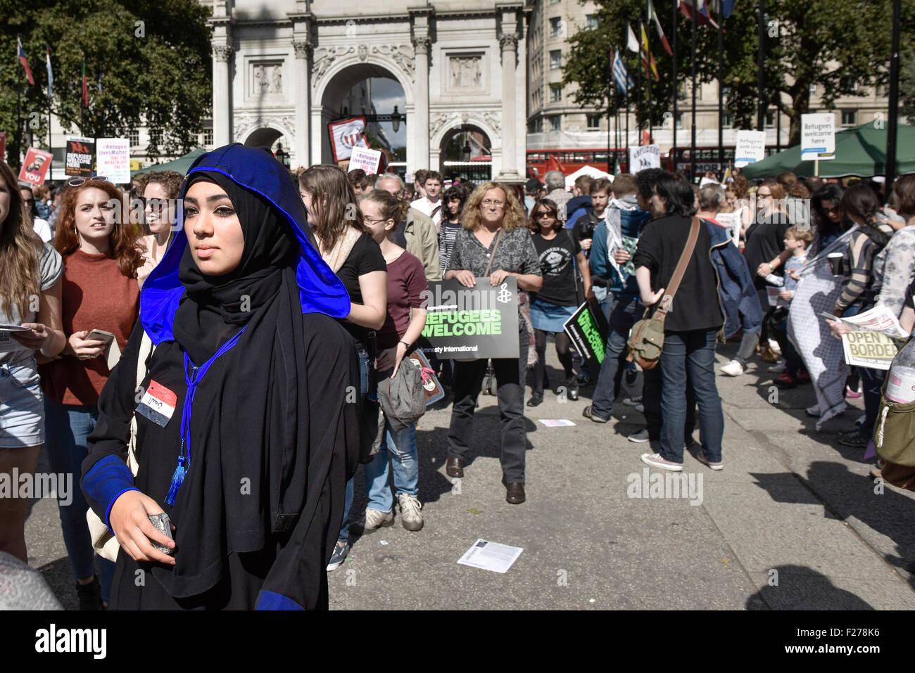 Eine Demonstration zur Unterstützung von Flüchtlingen und Migranten. Stockbild