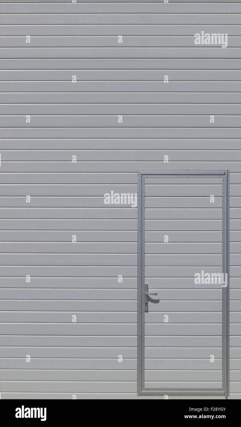 Moderne Metalltür. Stockbild