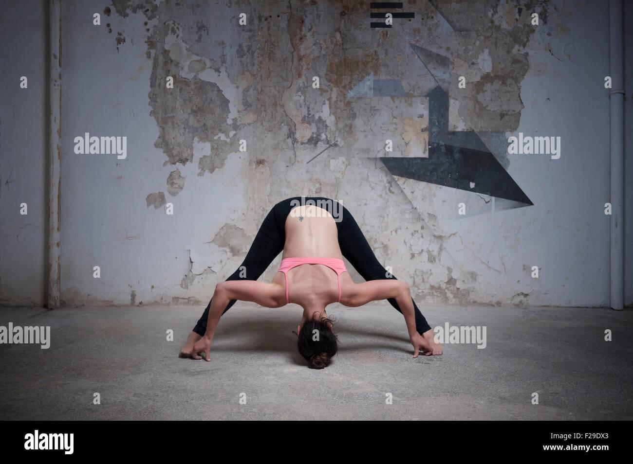 yoga stockfotos yoga bilder alamy. Black Bedroom Furniture Sets. Home Design Ideas