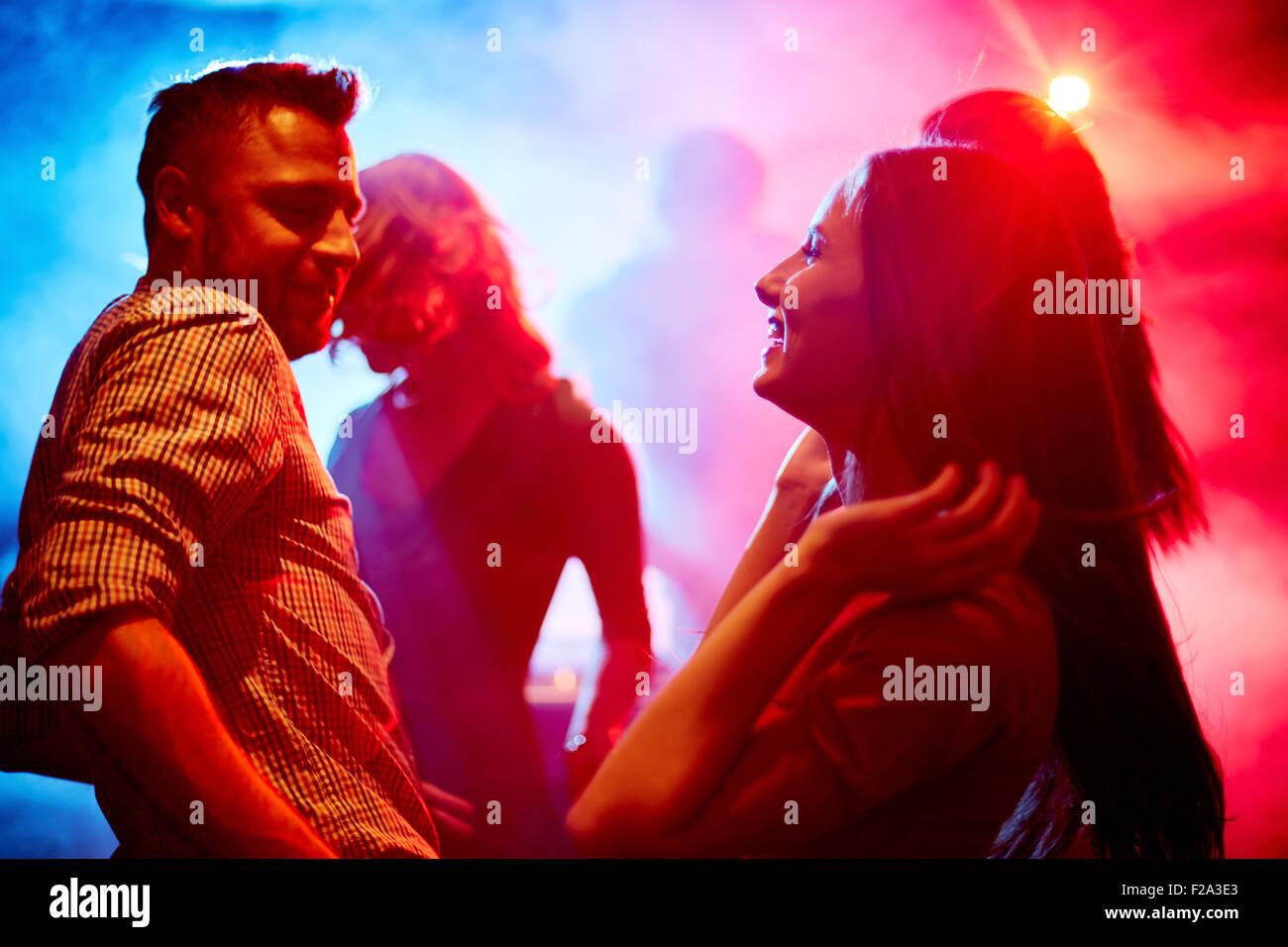 Glückliches Paar in disco Stockbild
