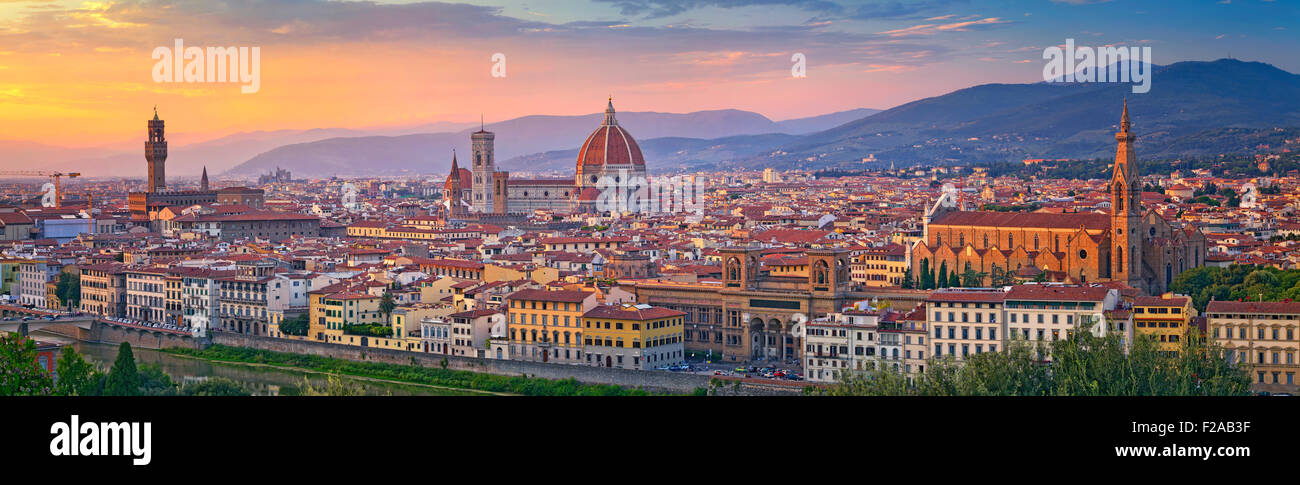Florenz-Panorama. Panorama-Bild von Florenz bei Sonnenuntergang. Stockbild