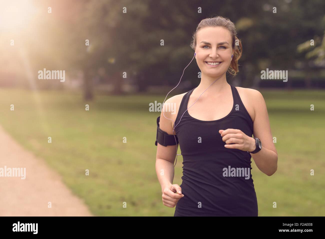 Eine Halbe Stelle Erschossen Eine Ziemlich Sportliche Frau Joggen Im