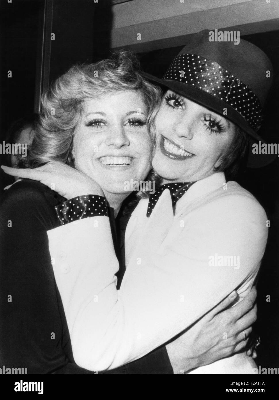 Liza Minnelli (rechts) und ihre Halbschwester Lorna Luft, beide Töchter von Judy Garland. 6. Januar 1974. Sie Stockbild