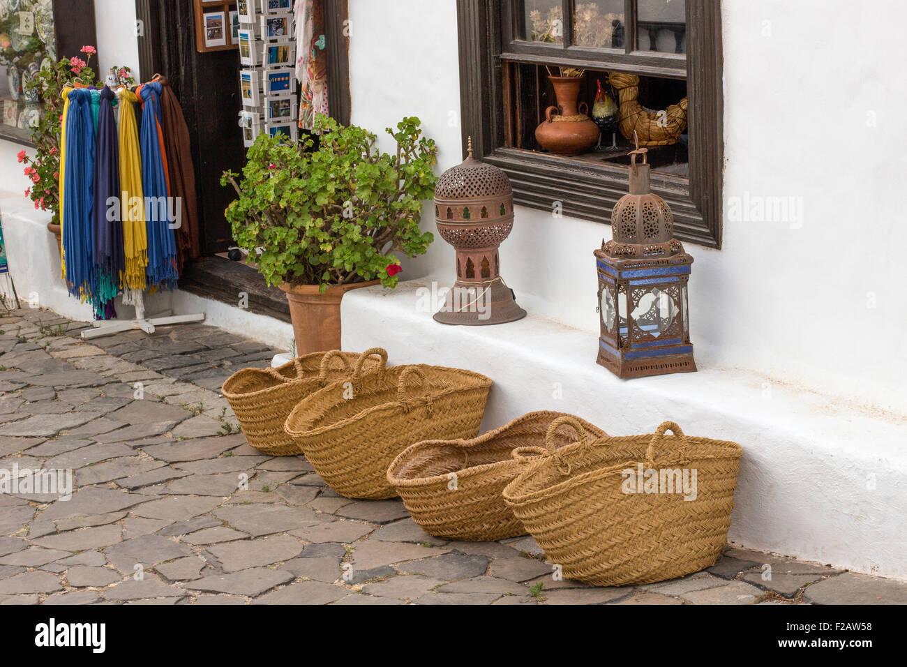 Tourist-Geschenkeladen Betancuria Fuerteventura, Kanarische Inseln, Spanien. Stockbild