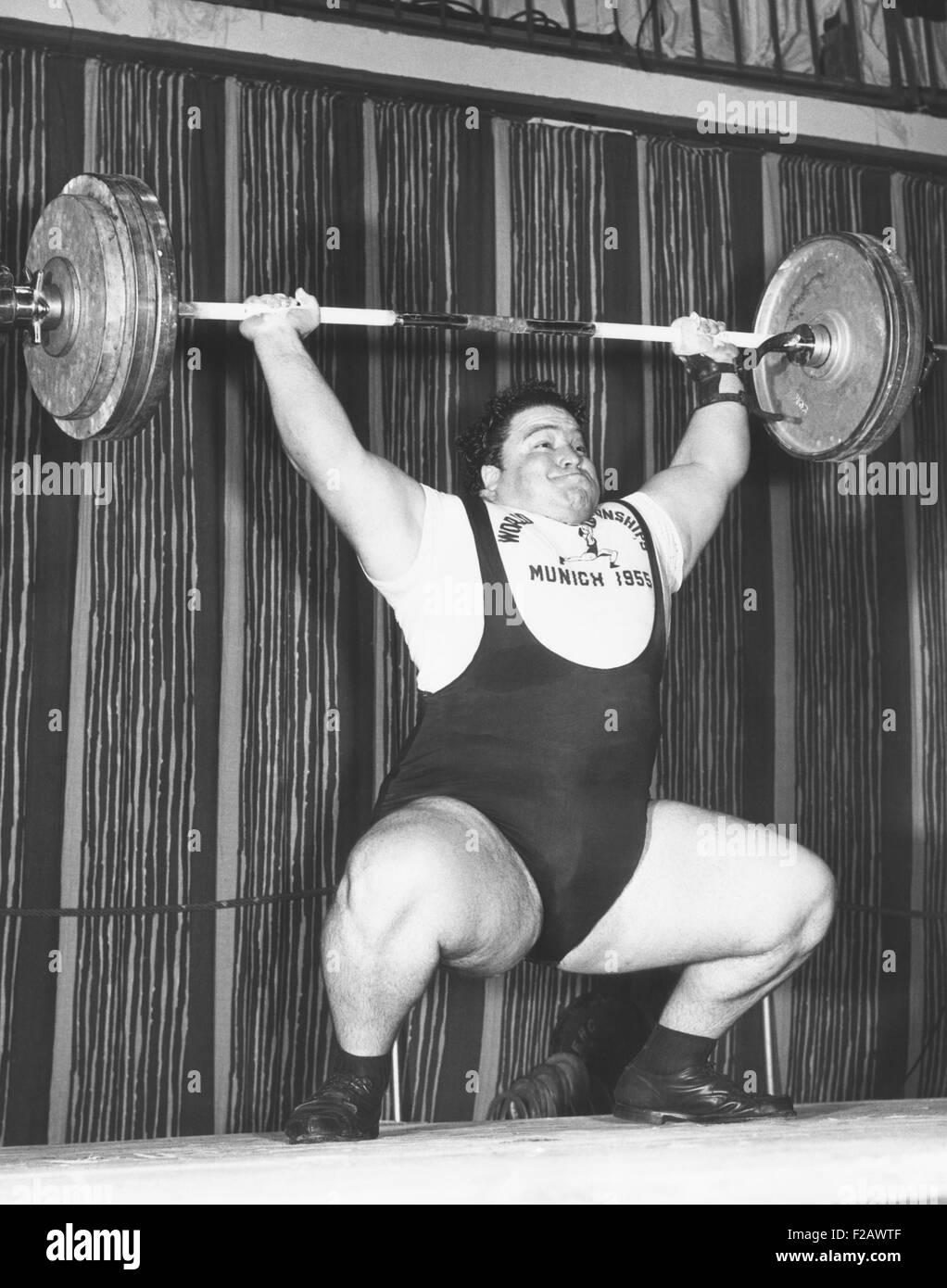 Paul Anderson hebt 320 Pfund während der 1955 Gewichtheben WM in München. 19. Oktober 1955. Er gewann Stockbild