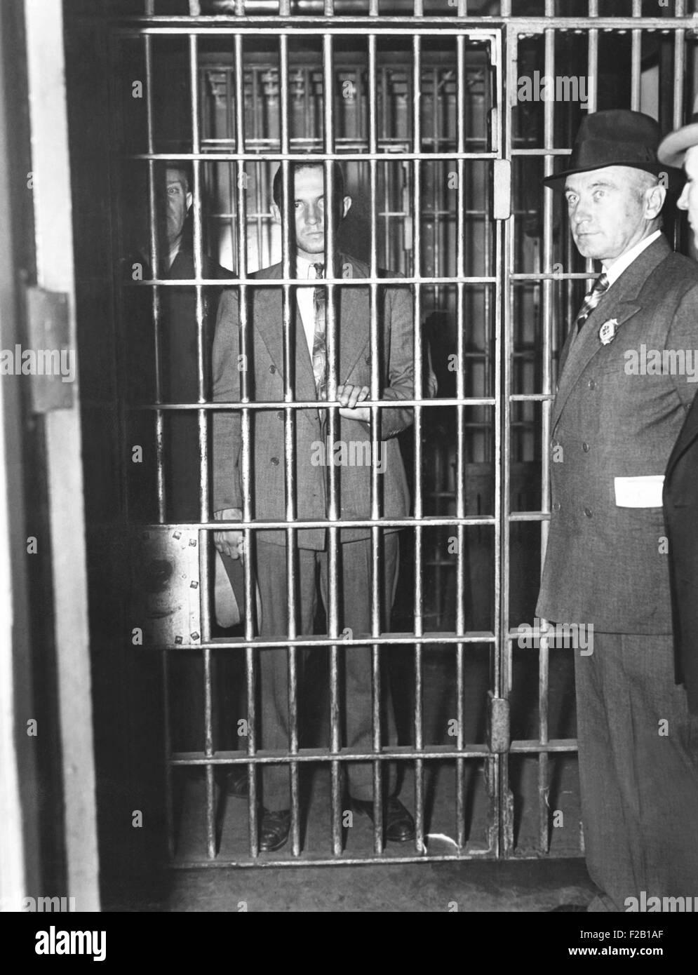 Bruno Hauptmann nach seiner Verhaftung als Empfänger das Lindbergh Lösegeld. Polizei in New York City, Stockbild