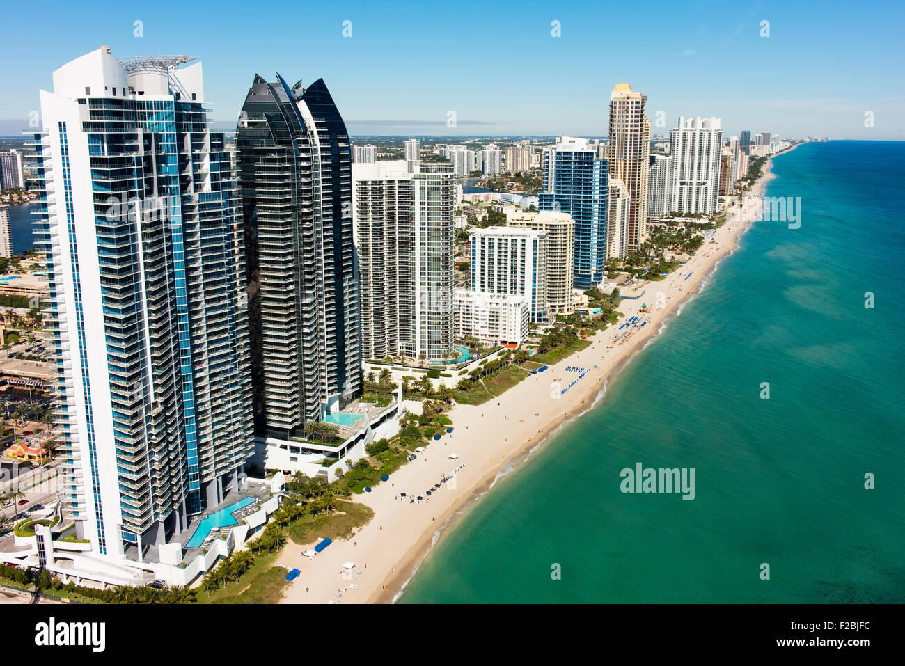 Stadt von Sunny Isles Beach und Apartment-Hochhäuser. Stockbild