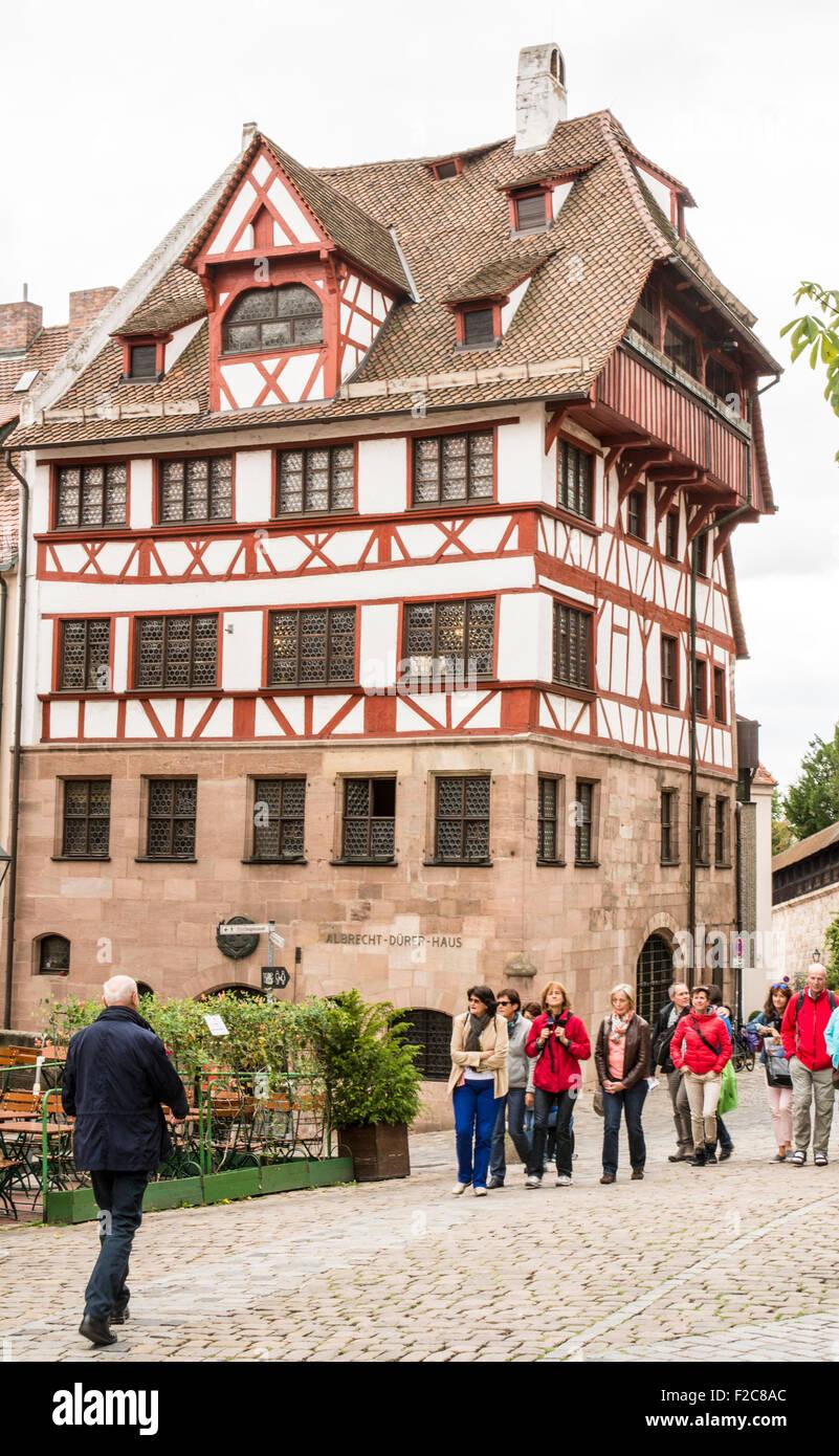 Nürnberg, Deutschland - 5. SEPTEMBER: Tourist vor dem Albrecht-Dürer-Haus in Nürnberg, Deutschland Stockbild
