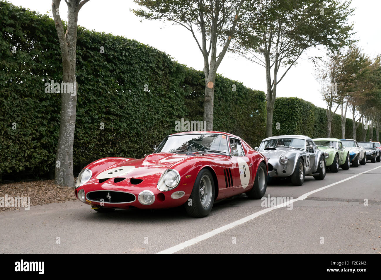 Klassische Ferrari Sportwagen-Rennen beim guten Holz-Revival treffen West Sussex UK Stockbild