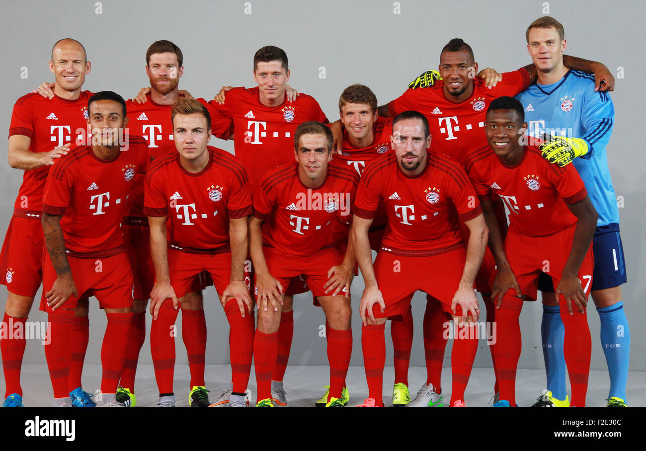 fc bayern m nchen 2015 2016 bundesliga teampr sentation mitwirkende arjen robben xabi alonso. Black Bedroom Furniture Sets. Home Design Ideas