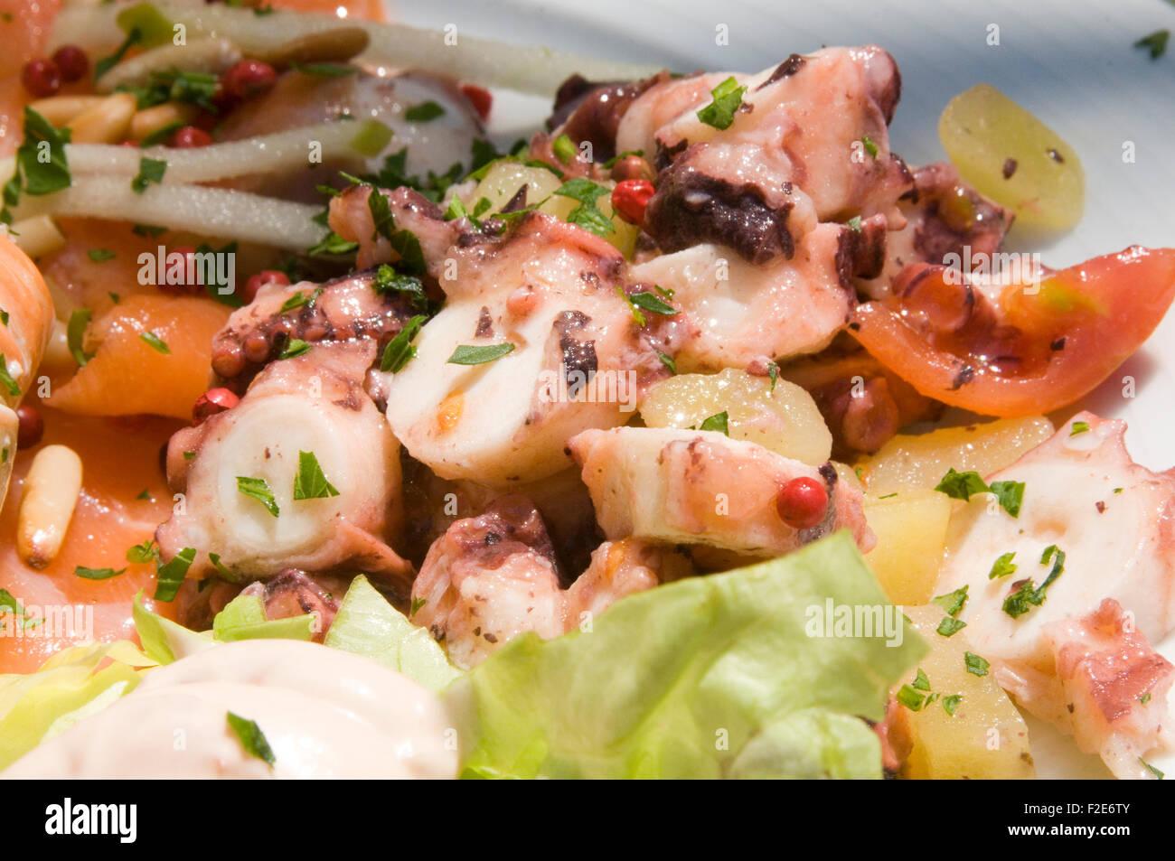 Octopus essen Meeresfrüchte Salat Tentacle Tentakel Dressing Dressing Salate Essen gekocht Stockbild