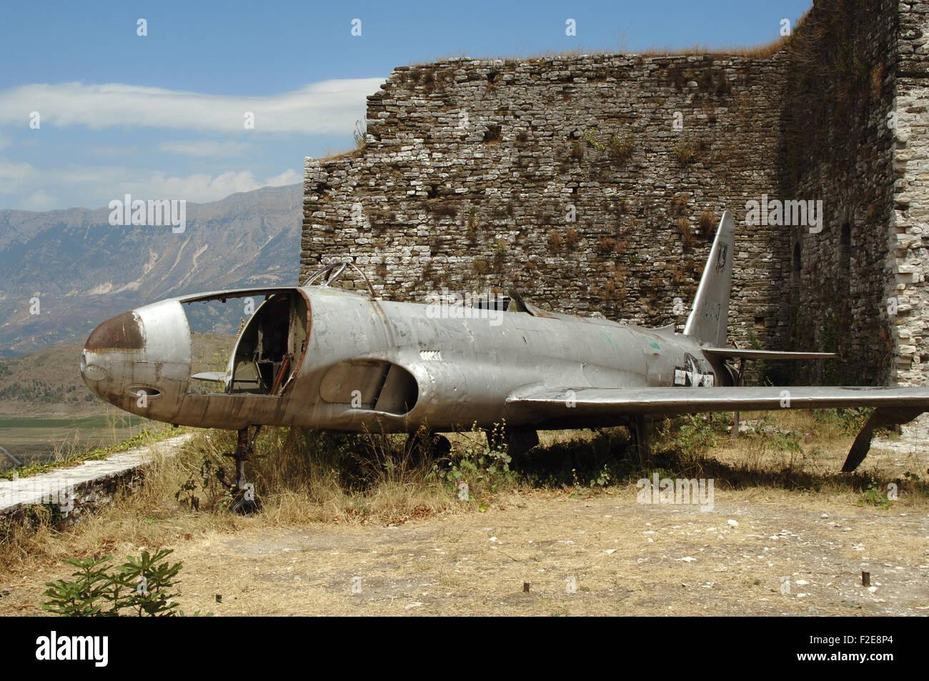 Amerikanische Luftwaffe Flugzeug landete in Albanien im Jahr 1957 während des Kalten Krieges. Gjirokaster Burg. Stockbild