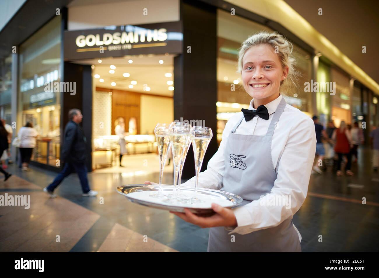 Super Marken Einkaufszentrum Stockfotos & Super Marken ...