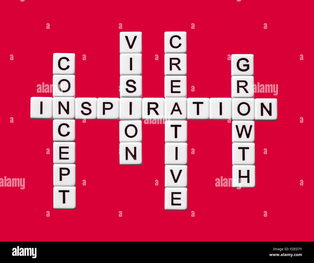 Business-Kreuzworträtsel mit Inspiration im Mittelpunkt Stockbild