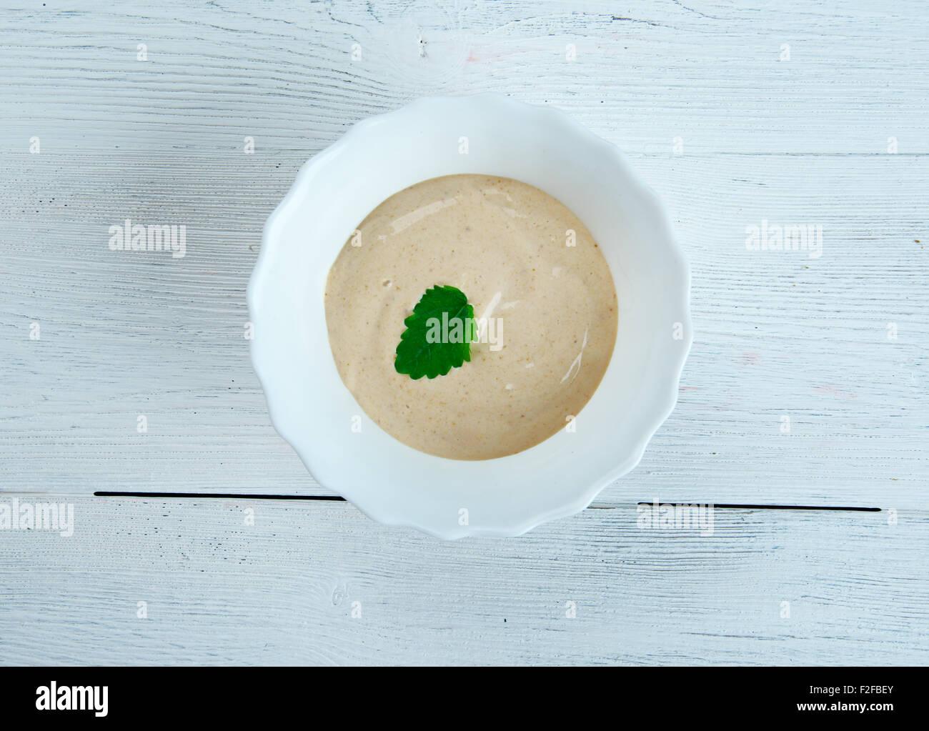 ALMOGROTE - Soft Paste aus Hartkäse, Paprika, Olivenöl, garlic.eaten verteilt auf toast Stockbild