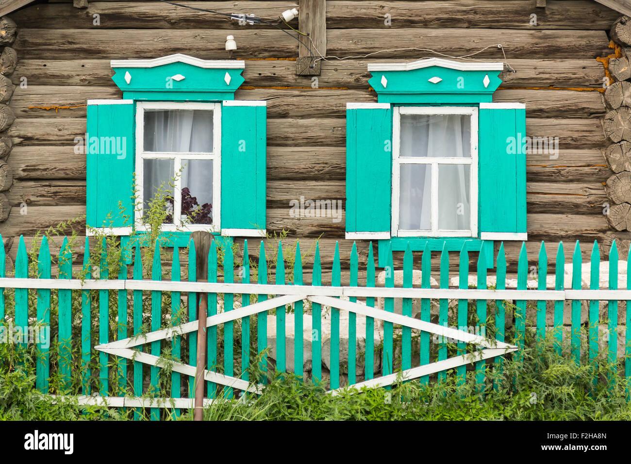 Elegant Russisches Holzhaus Foto Von Russischen Mit Grünen Fenstern