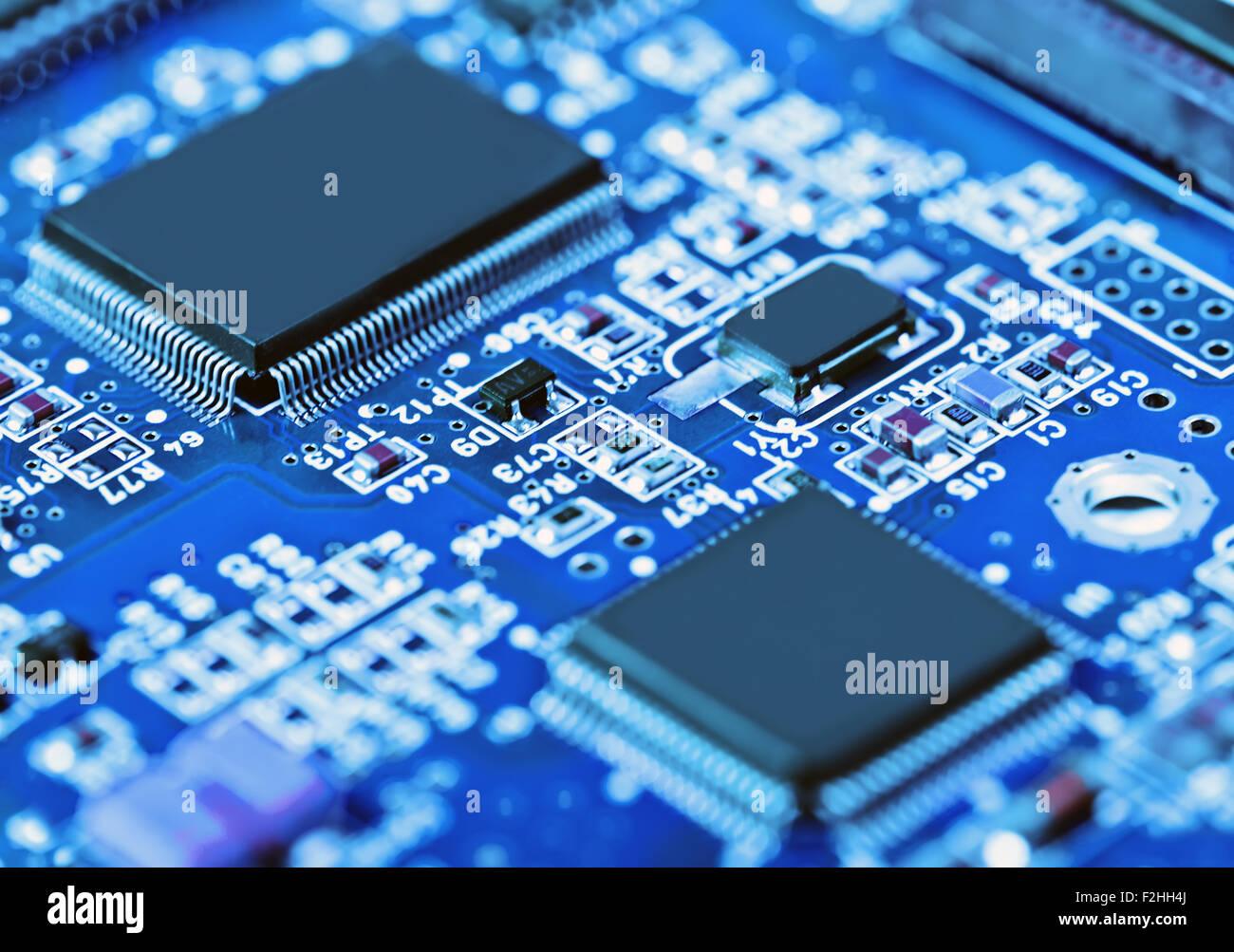 Nahaufnahme der Elektronikplatine mit Prozessor Stockbild
