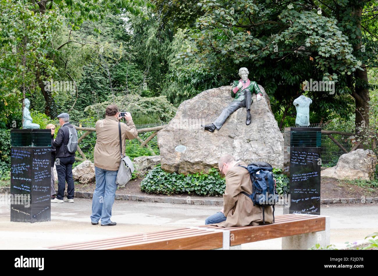 Dublin Oscar Wilde Statue Stockfotos & Dublin Oscar Wilde Statue ...