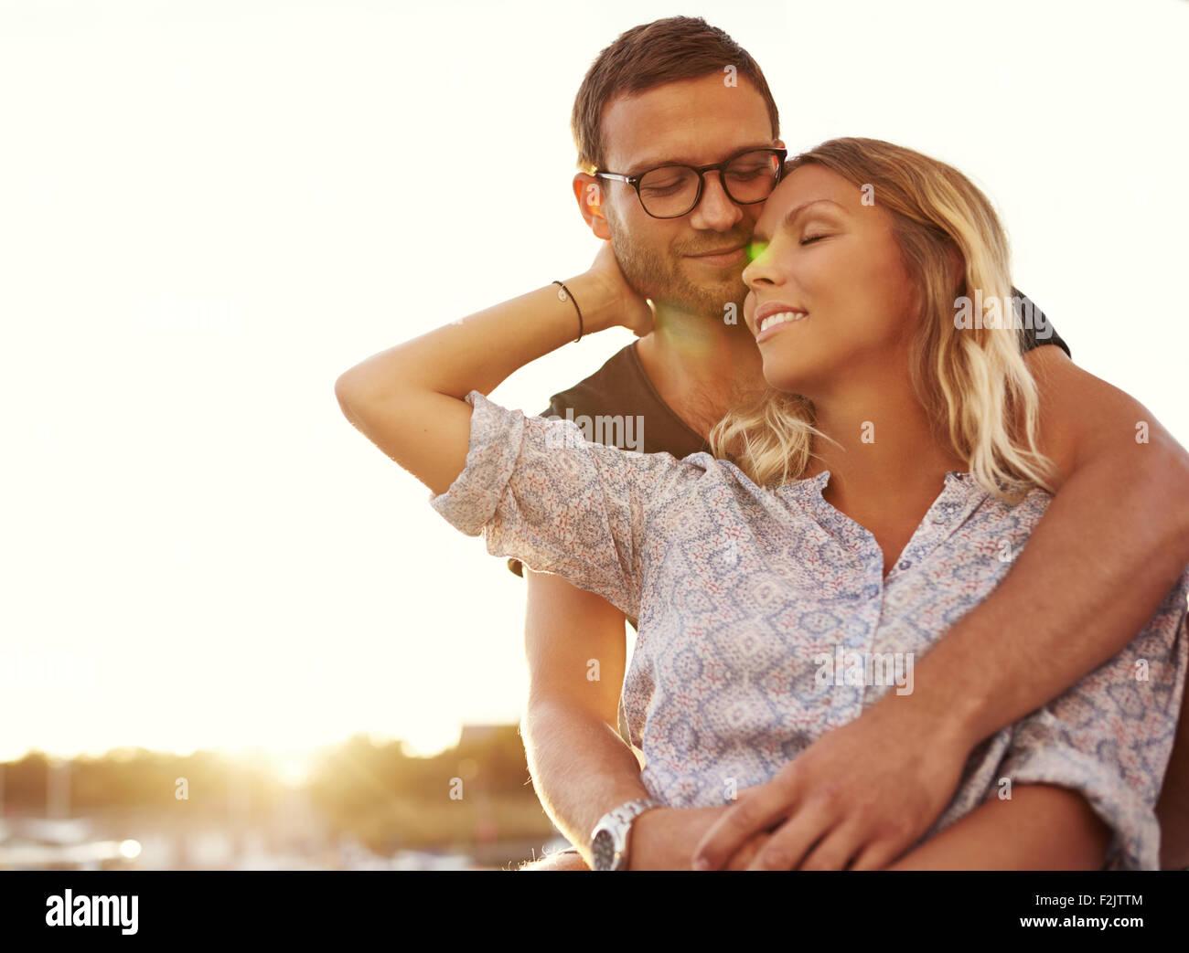 Mann und Frau im Urlaub auf einem warmen Sommer Stockbild