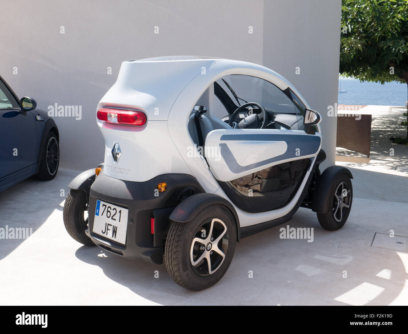 renault twizy elektroauto stockfoto bild 87699289 alamy. Black Bedroom Furniture Sets. Home Design Ideas