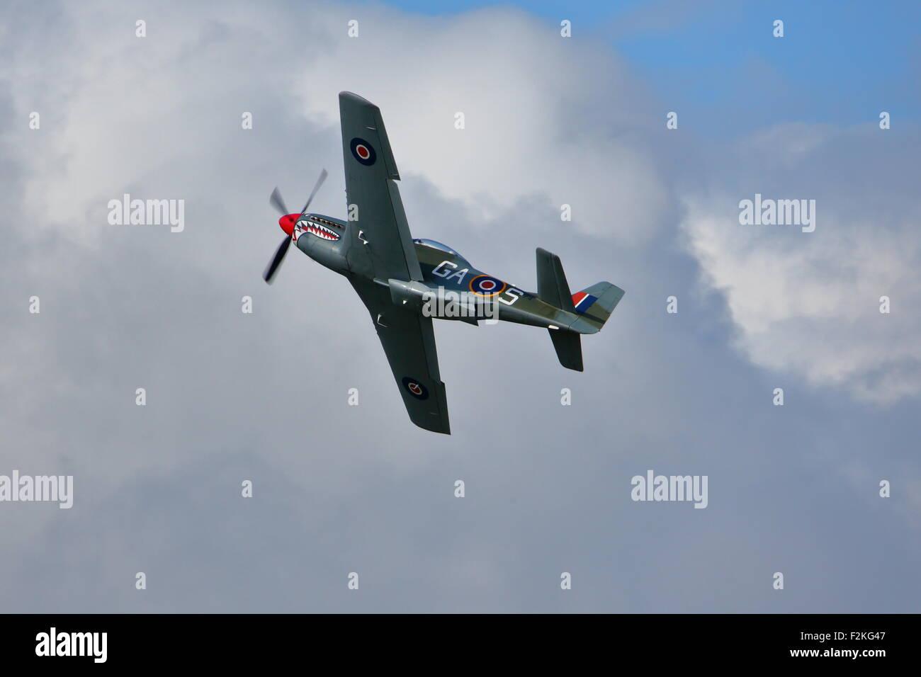 Spitfires und Hurricanes gedenken das 75. Jubiläum der Luftschlacht um England in Goodwood-Flugplatz Stockbild