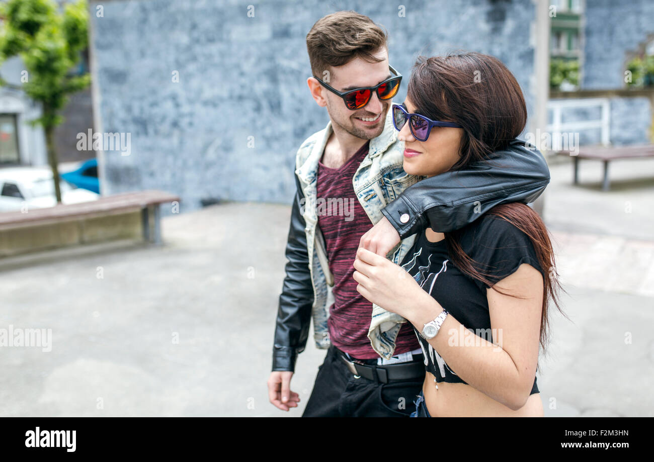 Spanien, Gijon, junges Paar in Liebe Stockbild