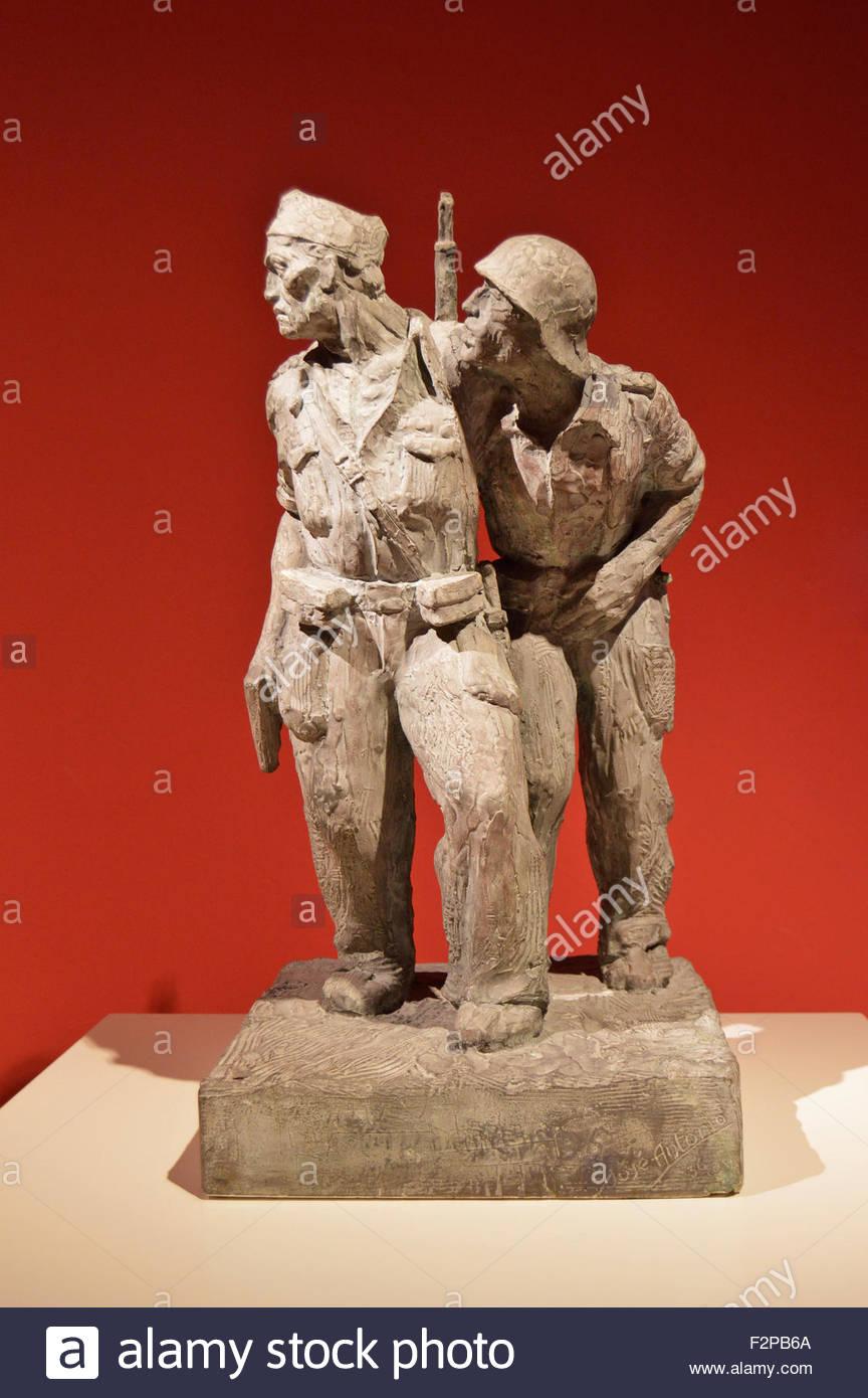 """""""Zwei beliebte Soldaten"""" (spanischer Bürgerkrieg) Skulptur von José Antonio im Museu Nacional Stockbild"""