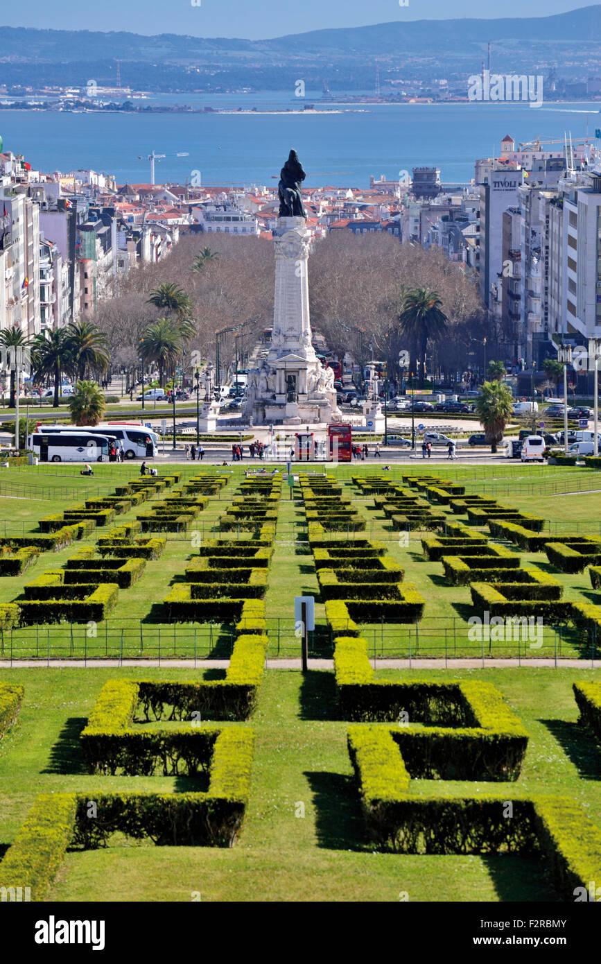 Lissabon Fluss portugal lissabon blick auf park und fluss tagus am aussichtspunkt
