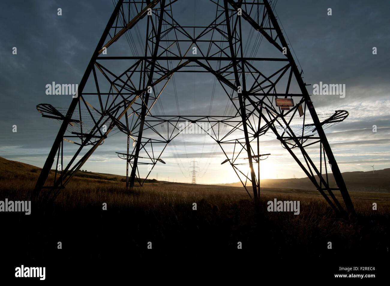 Fantastisch Unterirdische Stromkabel Laufen Bilder ...