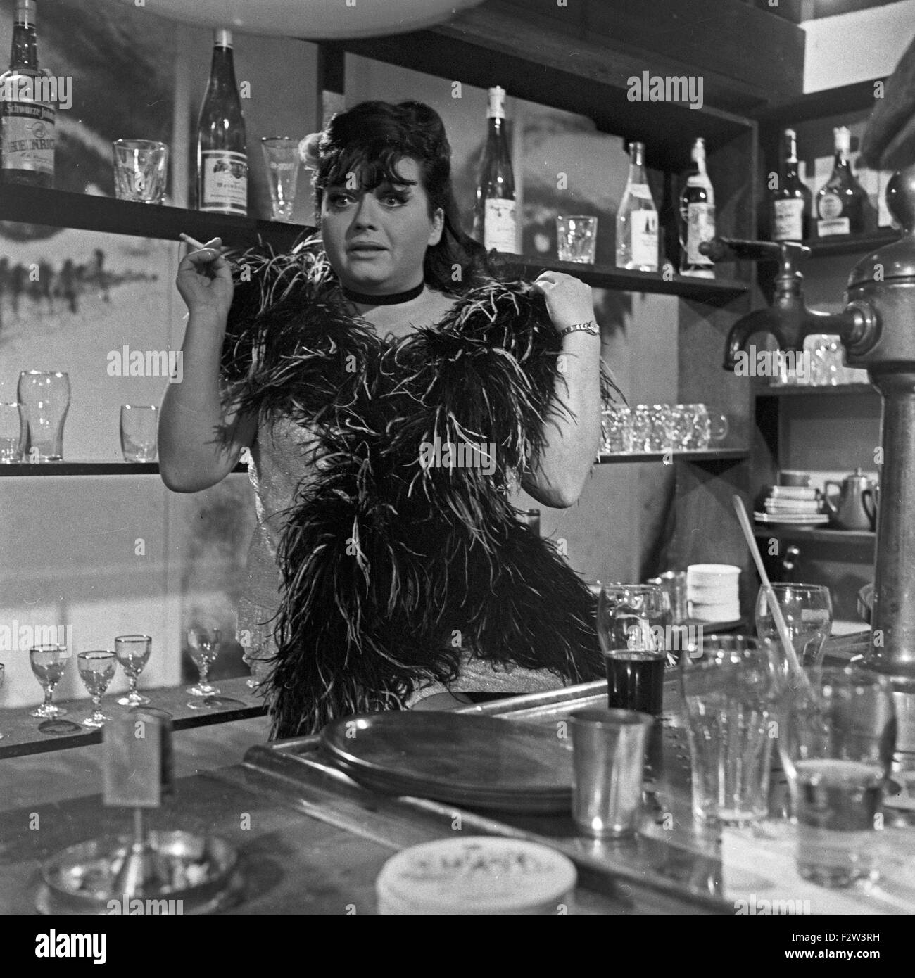 Deutsche Fictitious character, Schlagersängerin und spätere Theaterdirektorin Trude Herr in einer Rolle Stockbild