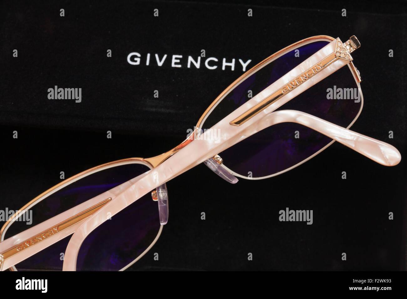 Givenchy Designer Brillen mit beschichteten Linsen für Computer ...