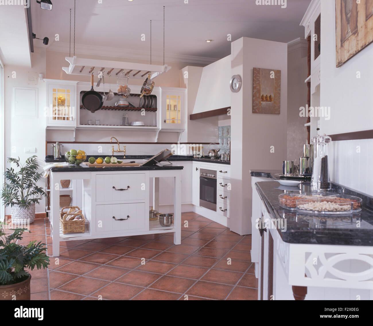 Terracotta Tiled Floor In Country Stockfotos Terracotta