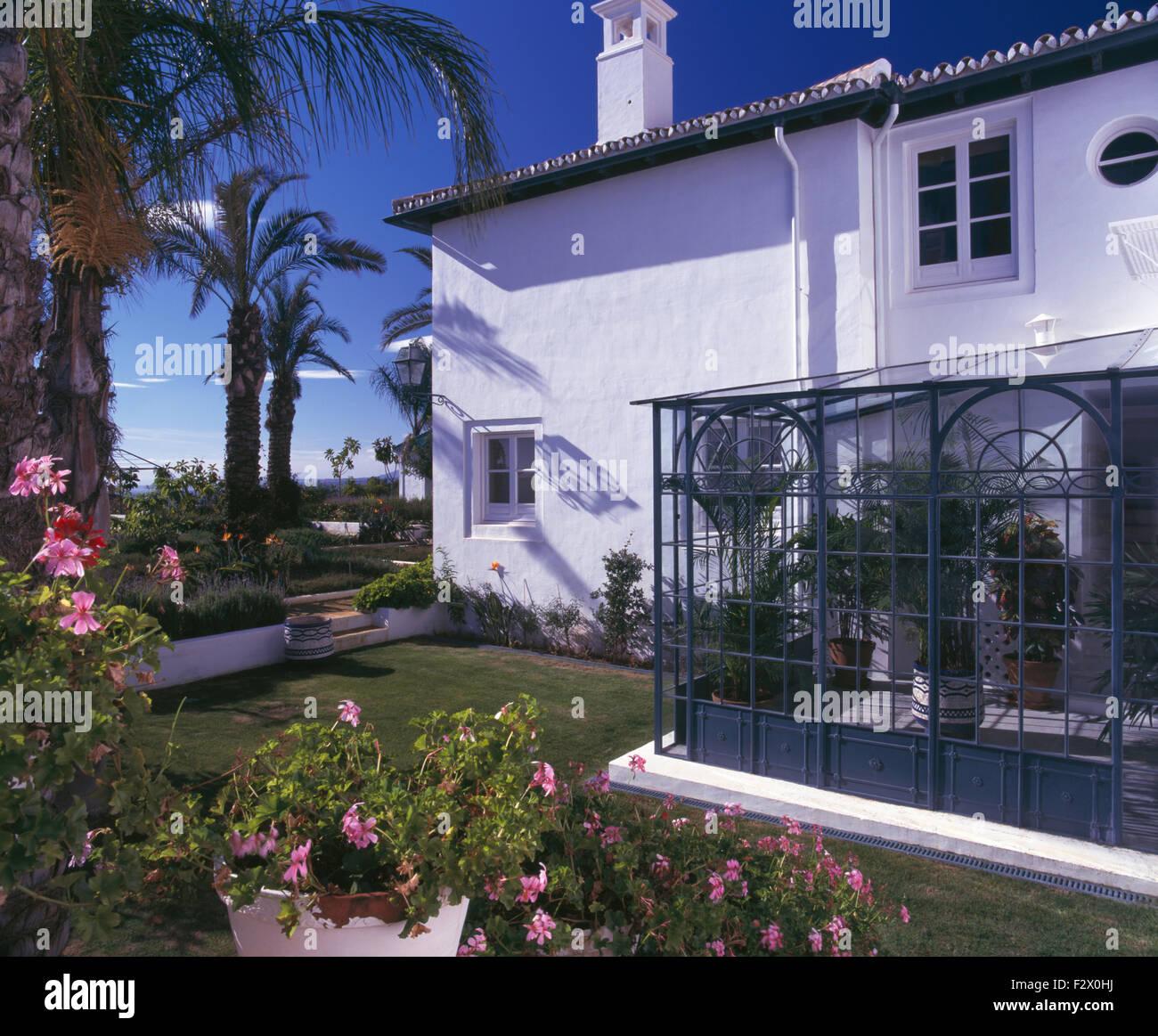 Kleine Moderne Wintergarten Auf Traditionelle Spanische Villa Mit